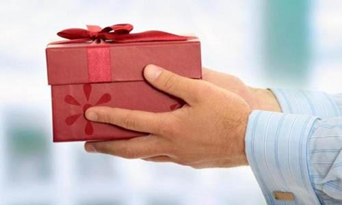 Nếu không muốn bị đốt vía thì tuyệt đối không nên tặng người khác 5 món quà ám đầy xui xẻo này trong dịp Tết