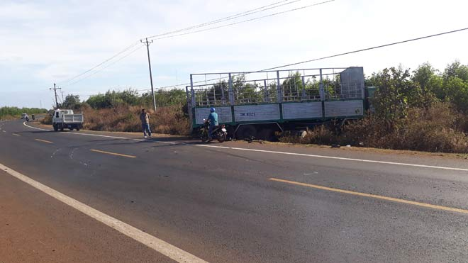 Xe tải gãy trục mất lái tông 3 chị em gái tử vong