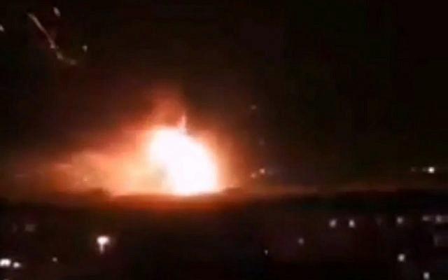 NÓNG: Israel tấn công Syria, thủ đô Damascus chìm trong khói lửa - PK đã khai hỏa