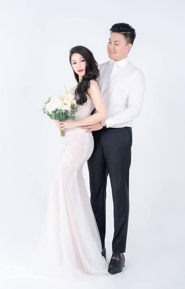 Vân Navy khoe váy đính 999 bông hồng tự thiết kế trước giờ G, hé lộ không gian tiệc cưới hoành tráng ở Hà Nội