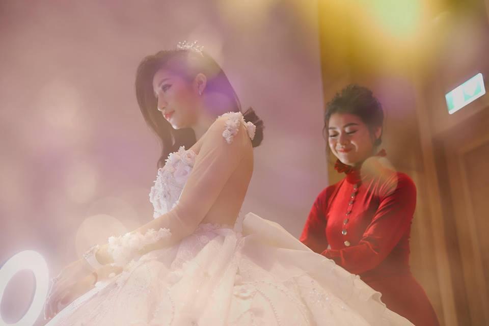 Chồng doanh nhân hạnh phúc gọi Vân Navy là my girl, khoe khoảnh khắc cô mặc váy cưới lộng lẫy như công chúa