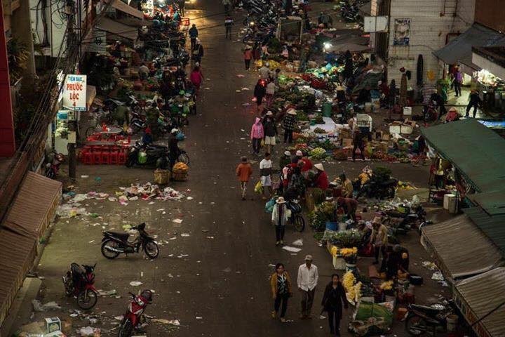 Đường phố Đà Lạt ngập ngụa trong biển rác những ngày đầu năm mới Kỷ Hợi
