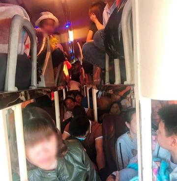 CSGT Thanh Hóa bắt giữ xe khách 40 chỗ nhồi 62 người trên QL 1A