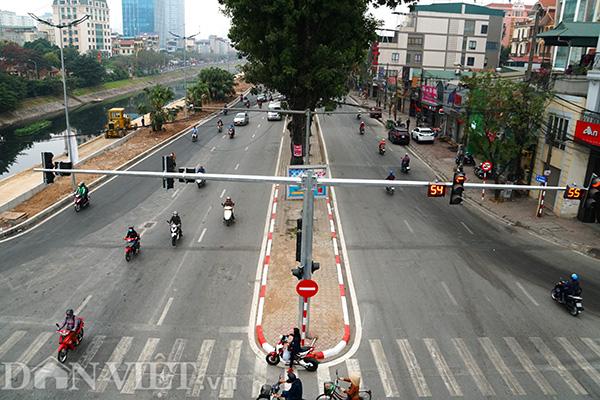 Video Ảnh: Đường phố Hà Nội vắng vẻ lạ thường ngày đầu sau kỳ nghỉ Tết