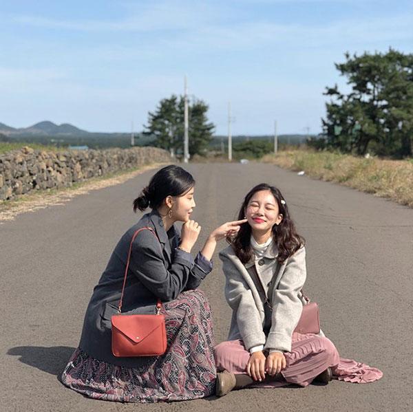 Đôi bạn thân Hàn Quốc khiến chúng ta muốn đi du lịch luôn và ngay