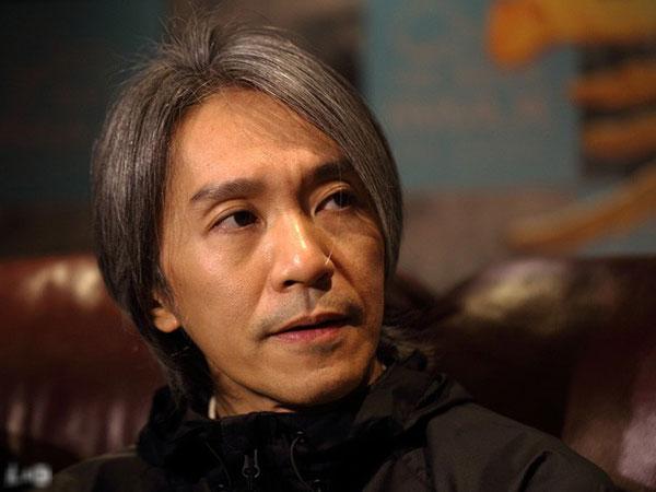Châu Tinh Trì bị chỉ trích vì lạnh nhạt với fan chặn đường xin chữ ký nhưng sự thật đằng sau là gì?