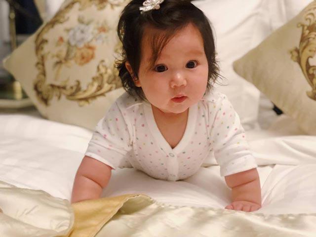 Cô bé đáng yêu khiến David Beckham mê mẩn khi tới Việt Nam là ai?