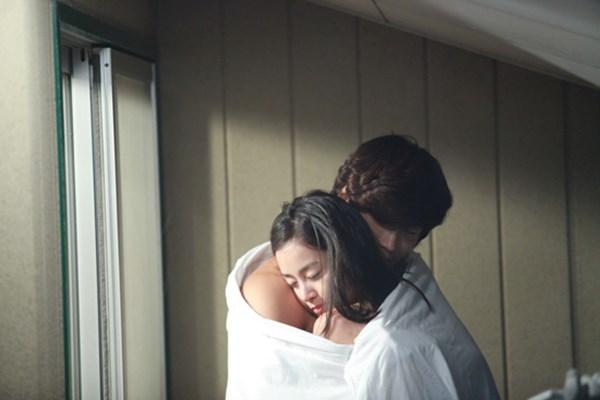 Mặc dư luận, những kiều nữ Hàn vẫn phất lên như diều gặp gió nhờ cảnh nóng