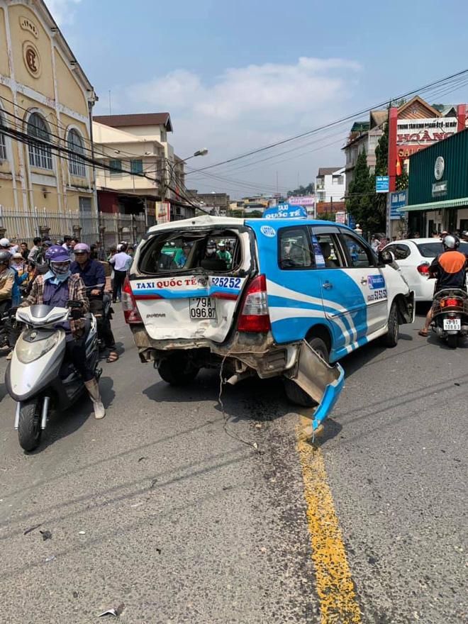 Thanh niên quốc tịch Mỹ gây tai nạn liên hoàn ở Đà Lạt kích động tại trụ sở công an