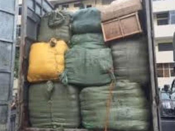 2,5 tấn quần áo, mỹ phẩm bị giữ tại Lạng Sơn