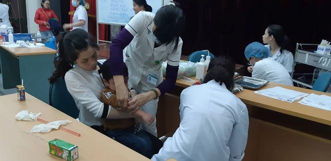 Ăn thịt bẩn, gà thối: 400 trẻ mầm non Bắc Ninh về Hà Nội xét nghiệm sán lợn