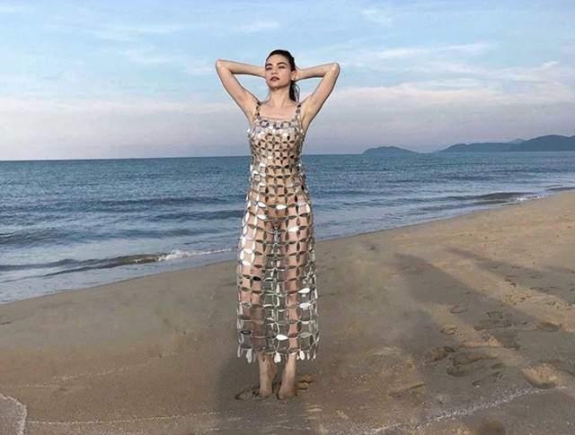 Diện nội y sexy, Elly Trần bị hiểu lầm thành... 3 ngực, Hồ Ngọc Hà bị ném đá tơi tả