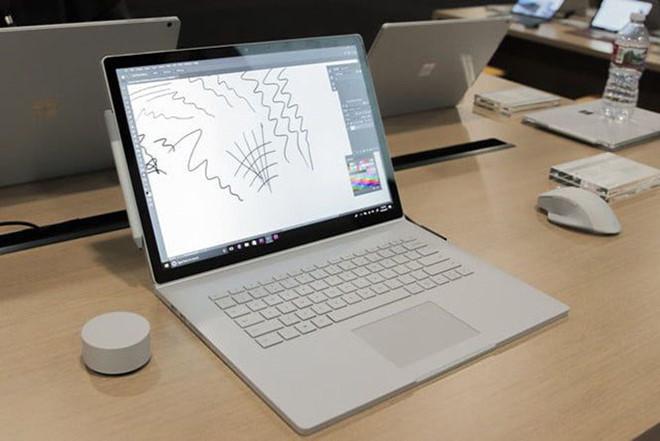 Microsoft ra mắt Surface Book 2 với CPU lõi tứ mới nhất từ Intel