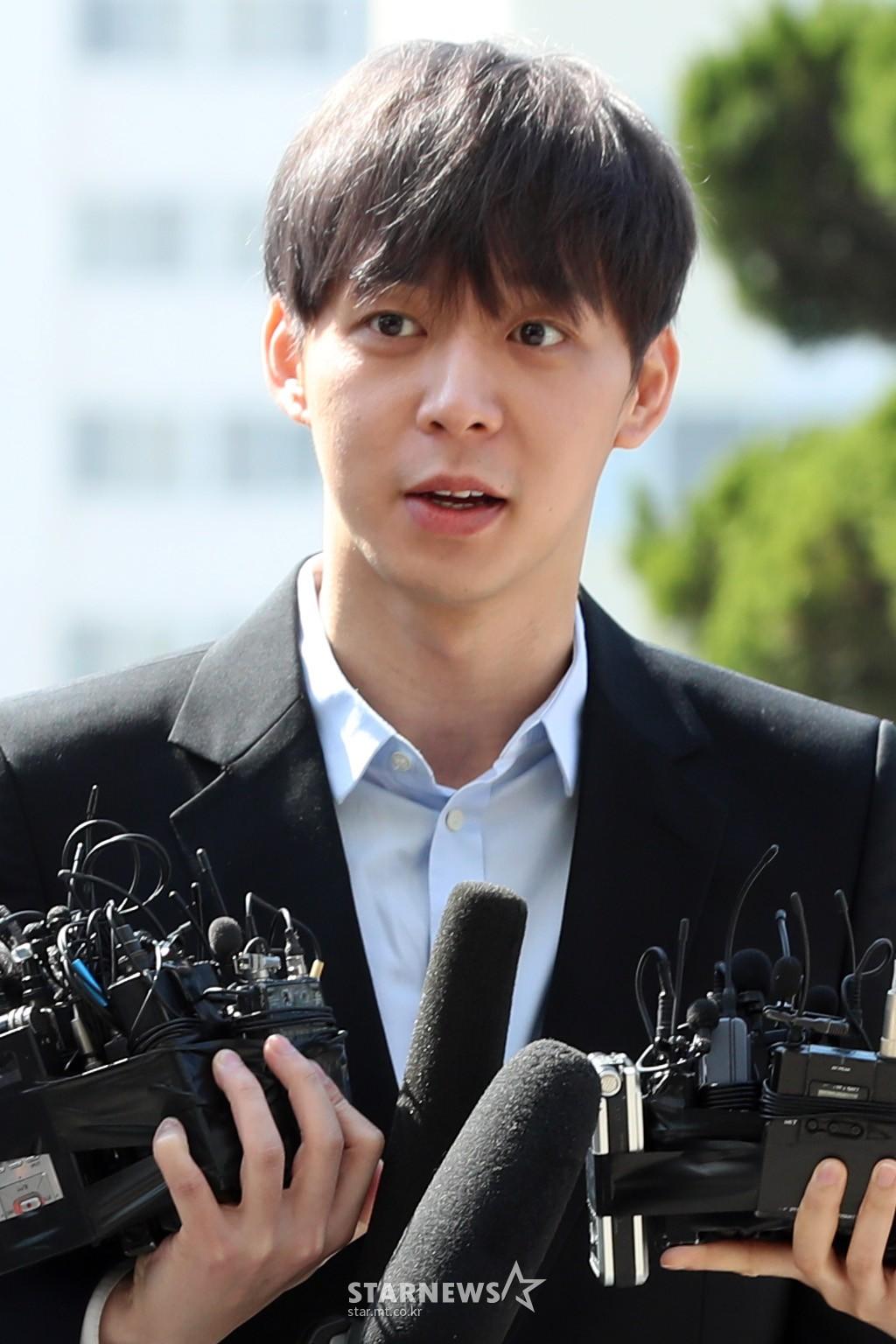 Yoochun chính thức trình diện cảnh sát trước cáo buộc sử dụng ma túy: Gây sốc vì quá tươi tỉnh, liên tục cười mỉm