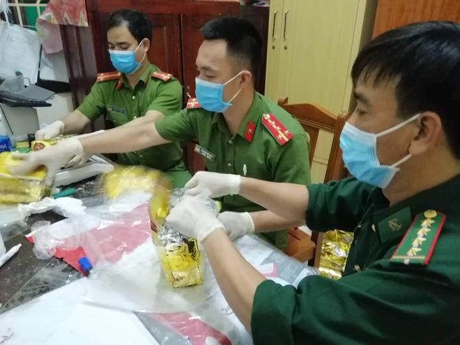 Vụ bắt giữ gần 1 tấn ma túy đá ở Nghệ An: Từ đống rác ven đường đến nhà kho toàn loa thùng