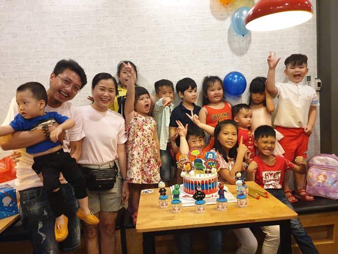 Mặc ai ngoại tình ly hôn, vợ chồng Lâm Vỹ Dạ vẫn hạnh phúc làm điều này cùng con trai
