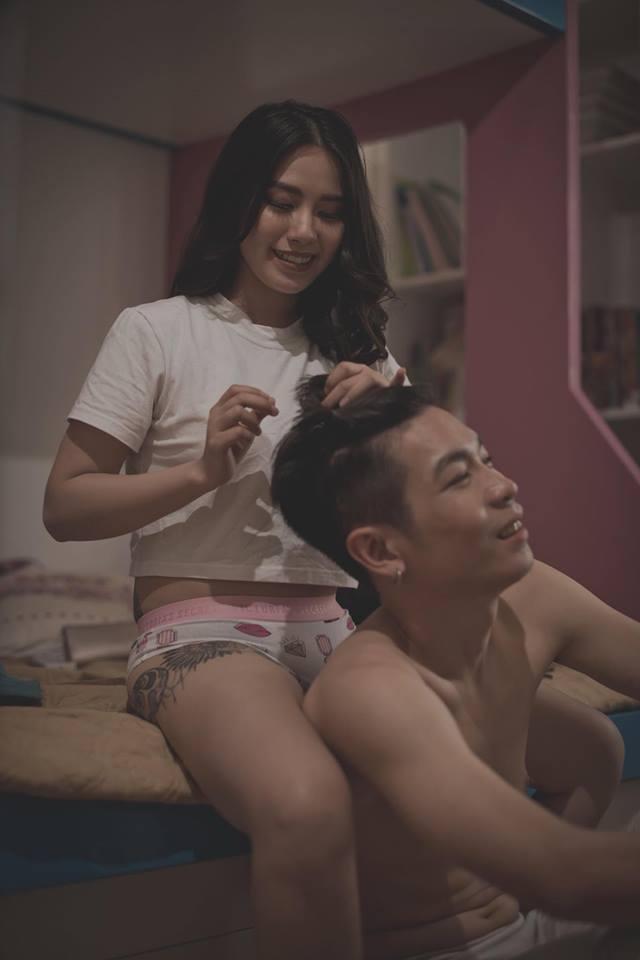 Linh Miu gây xôn xao với bộ ảnh 18+ đủ mọi tư thế cùng bạn trai