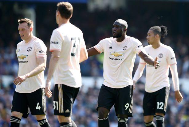 Everton 4-0 MU: Quỷ đỏ đại bại trước thềm derby thành Manchester