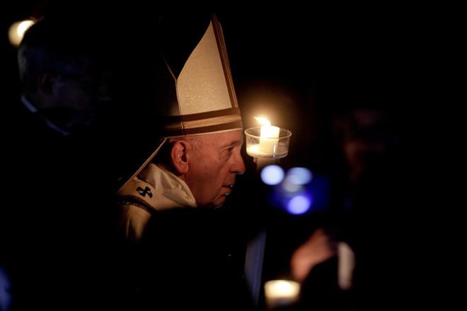 Giáo hoàng kêu gọi không chạy theo vẻ lấp lánh của sự giàu có