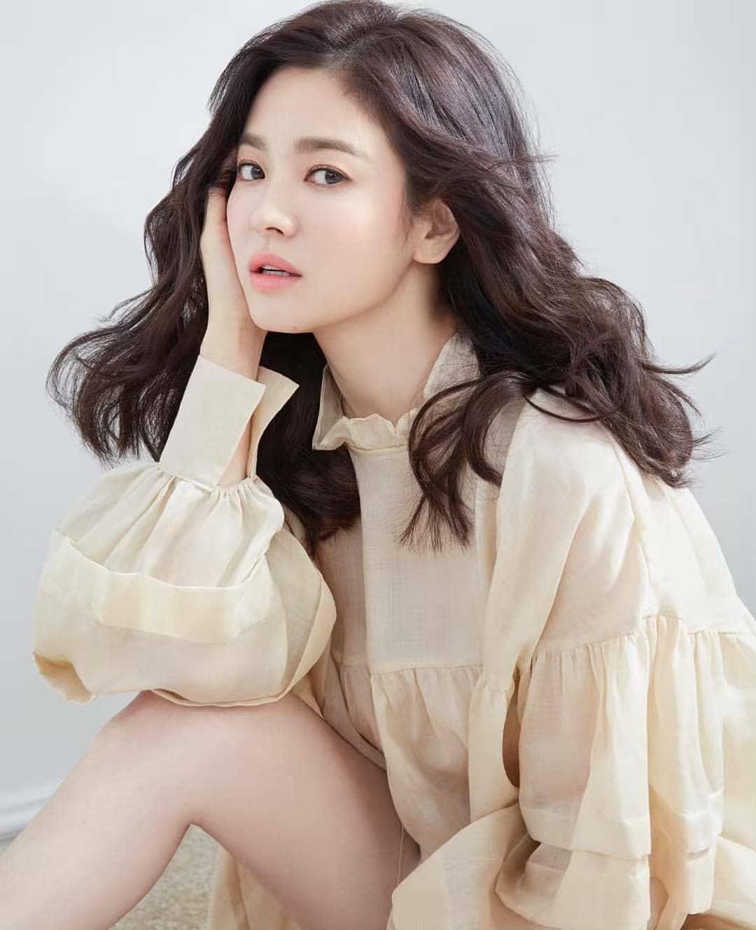 Vừa bị chê già, Song Hye Kyo dập lại bằng bộ ảnh tạp chí gây ngỡ ngàng: 38 tuổi mà trẻ đẹp, body nuột như gái 20