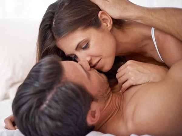 Vì những lý do này mà chuyên gia tình dục học nào cũng khuyên các cặp đôi 'yêu' thường xuyên - 1