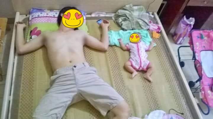 Nhìn dáng ngủ của bố và con gái, dù có bị gọi là photocopy hay đẻ thuê thì mẹ cũng hết đường chối cãi