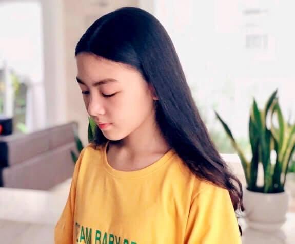 Công chúa 14 tuổi nhà Quyền Linh: Cao 1m7, sở hữu vẻ đẹp mong manh và được ví là bản sao của Trương Bá Chi