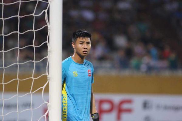 Thủ môn Nguyễn Văn Toản là ai sao được ông Park gọi lên Tuyển?