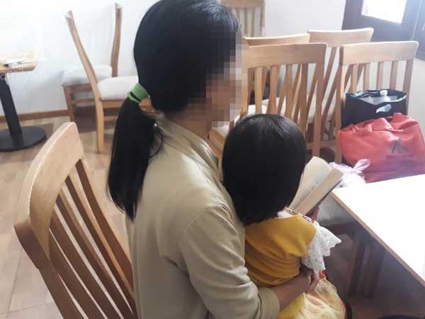 Vụ bé gái 3 tuổi nghi bị ông già 70 tuổi dâm ô: Có tế bào nam trong vùng kín nhưng không đủ để xác định ADN? - 1