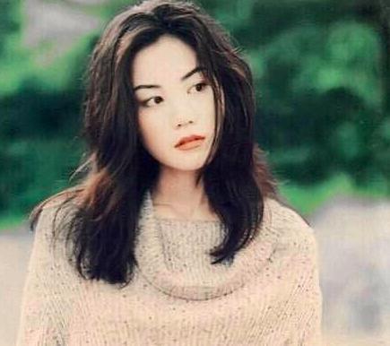 Nhìn lại loạt ảnh cũ của Vương Phi, netizen nhận xét: Trương Bá Chi dù xinh đẹp đến mấy cũng chẳng bao giờ có được khí chất này