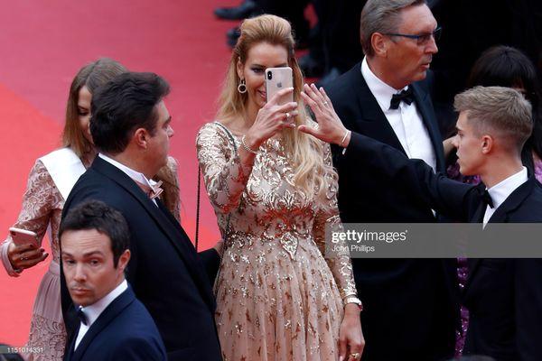 Cận cảnh sự cố tụt váy, lộ hàng trên thảm đỏ Cannes 2019 - 8