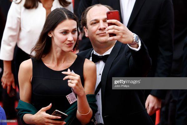 Cận cảnh sự cố tụt váy, lộ hàng trên thảm đỏ Cannes 2019 - 9