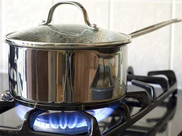 Nhân viên bán ga sẽ không 'hé răng' cho bạn biết: Mẹo giảm 50% lượng gas khi nấu ăn chỉ với 1 nút này