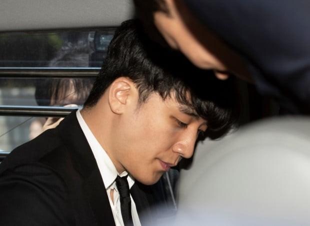 Dân Hàn phẫn nộ vì tình tiết vụ Seungri môi giới mại dâm: Gọi đến nhà mua dâm để kiểm tra trước khi dẫn cho đối tác - 3