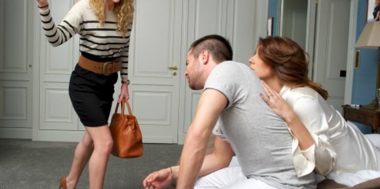 Vợ điếng người khi thấy ảnh 'nhạy cảm' trong điện thoại chồng
