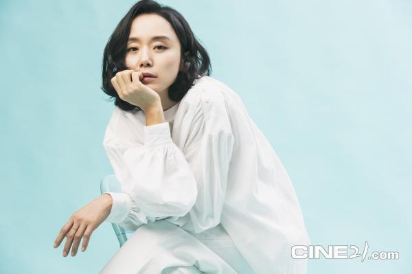 Dàn mỹ nhân nổi tiếng Hàn Quốc trẻ hơn nhờ tóc ngắn cá tính - 4