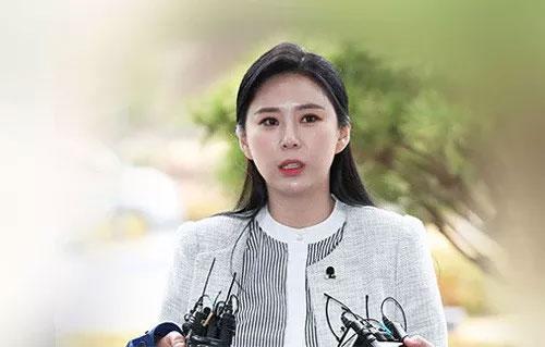 Nữ diễn viên bị 439 người đồng khởi kiện