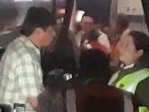 Hành khách bắt máy bay đã cất cánh 30 phút quay lại vì quá nóng