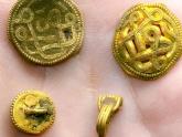 Lớ ngớ vớ kho báu vàng, ngọc trai 1.500 năm tuổi