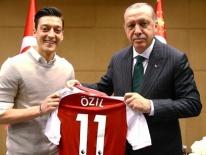 Mesut Oezil từ giã ĐT Đức vì bị phân biệt chủng tộc