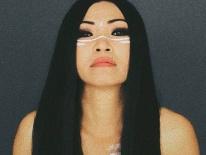 Phương Thanh bất ngờ nổi loạn, bán nude ở tuổi U50