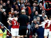 CĐV Tottenham bị bắt vì ném vỏ chuối sau khi Aubameyang ghi bàn