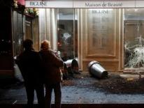 Biểu tình giáng đòn mạnh lên kinh tế Pháp