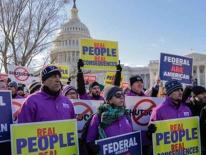 Biểu tình gần Nhà Trắng đòi Trump mở cửa chính phủ