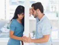 Không thể sinh con, đến khi định nhờ em gái mang thai hộ thì chồng mới thú nhận sự thực khiến tôi điếng hồn