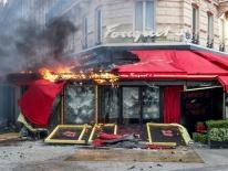 Phe 'Áo vàng' đập phá, đốt các cửa hàng sang trọng ở Paris