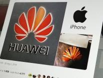Nhà ngoại giao TQ tweet ủng hộ Huawei bằng iPhone gây bão mạng