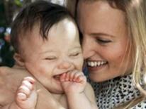 Người mẹ nỗ lực giúp con trai mắc hội chứng Down trở thành người mẫu ảnh nhí