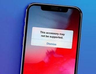 Apple bị kiện vì 'ép' người dùng mua sạc iPhone mới