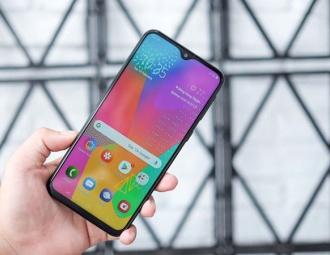 Loạt smartphone pin 'trâu', giá dưới 5 triệu đồng đang bán tại VN